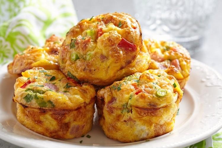 مافن البيض بالخضار لفطور الصباح