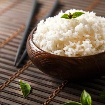 هل تواجهين صعوبات في تسخين الأرز.. الحل في قطعة ثلج