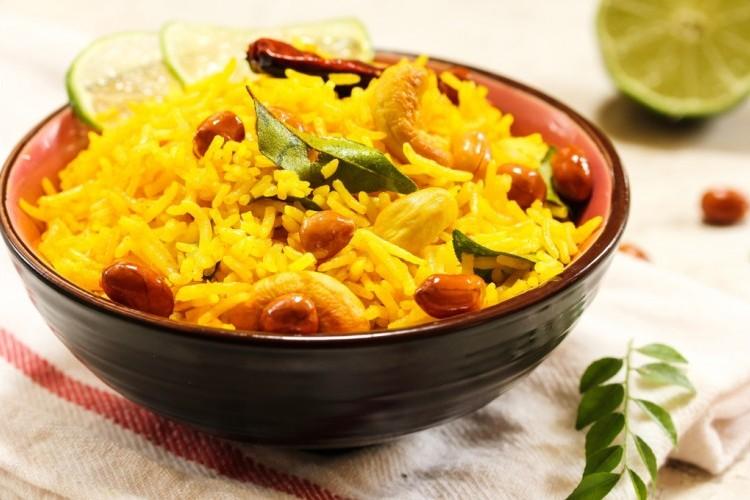 الأرز بالكاري ... سهل وسريع