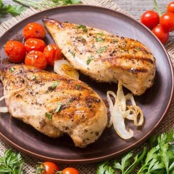 دجاج مطهو بالزبدة لغداء شهي