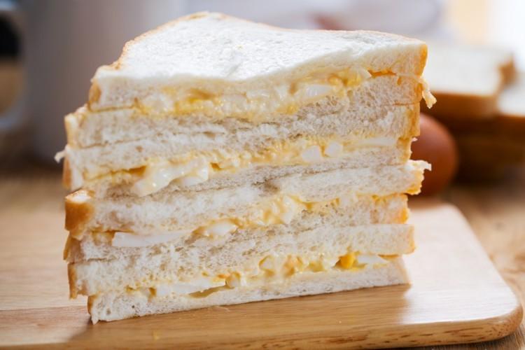 توست البيض والجبن للفطور