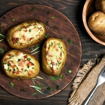 بطاطس محشية بالكريمة والبصل الأخضر