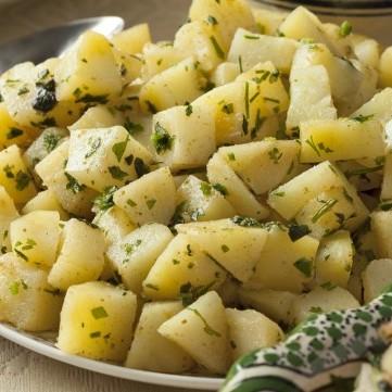 سلطة البطاطس بالبقدونس وزيت الزيتون
