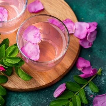 ماء الورد وفوائده الصحية
