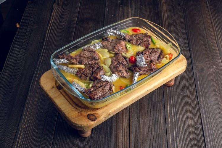 صينية الريش بالبطاطس مع صوص الليمون