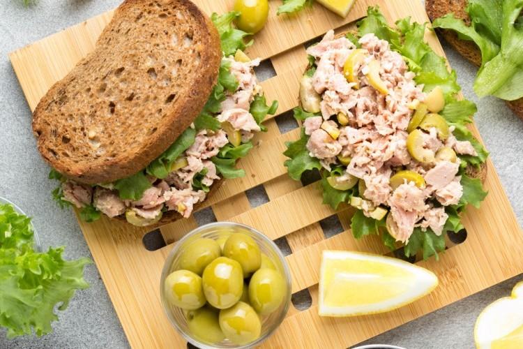 ساندويشات التونة بالزيتون الأخضر للرجيم