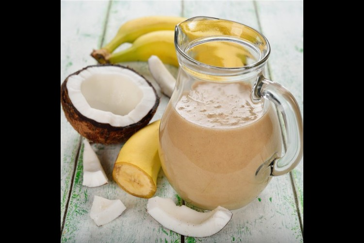 سموذي الموز مع جوز الهند