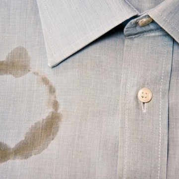 طرق إزالة بقع الزيت من الملابس