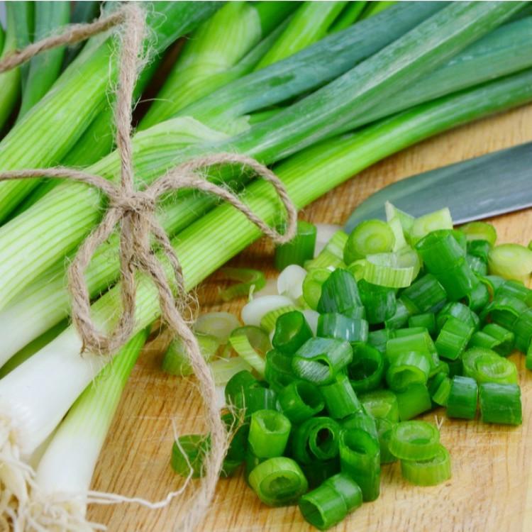 أفضل طريقة لحفظ البصل الأخضر