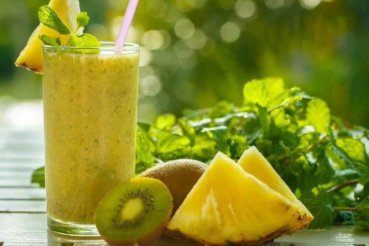 عصير الأناناس والكيوي لمناعة قوية