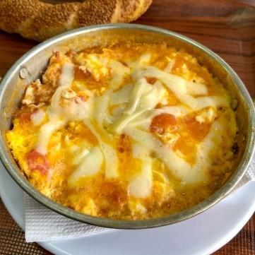 بيض بالطماطم والجبن للفطور