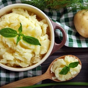 بطاطس مهروسة بالثوم وجبن البارميزان