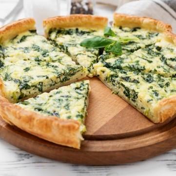 بيتزا هشة بحشوة السبانخ والجبن
