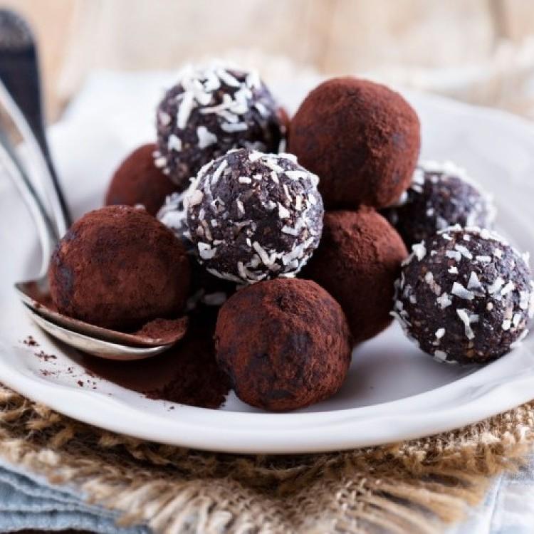 كرات الشوكولاتة بعدة وصفات سهلة وسريعة وشهية
