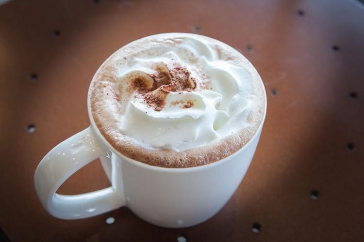 مشروب الشوكولاتة الساخنة بالفانيليا