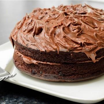 كيك الشوكولاتة بالكريمة الهشة