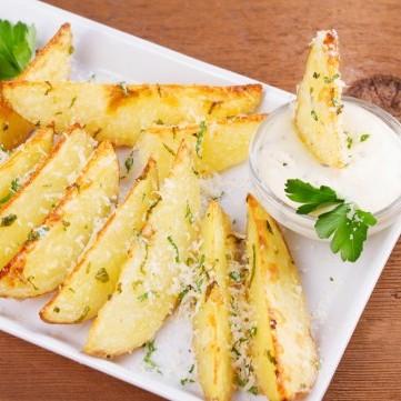 بطاطس مقلية بجبن البارميزان