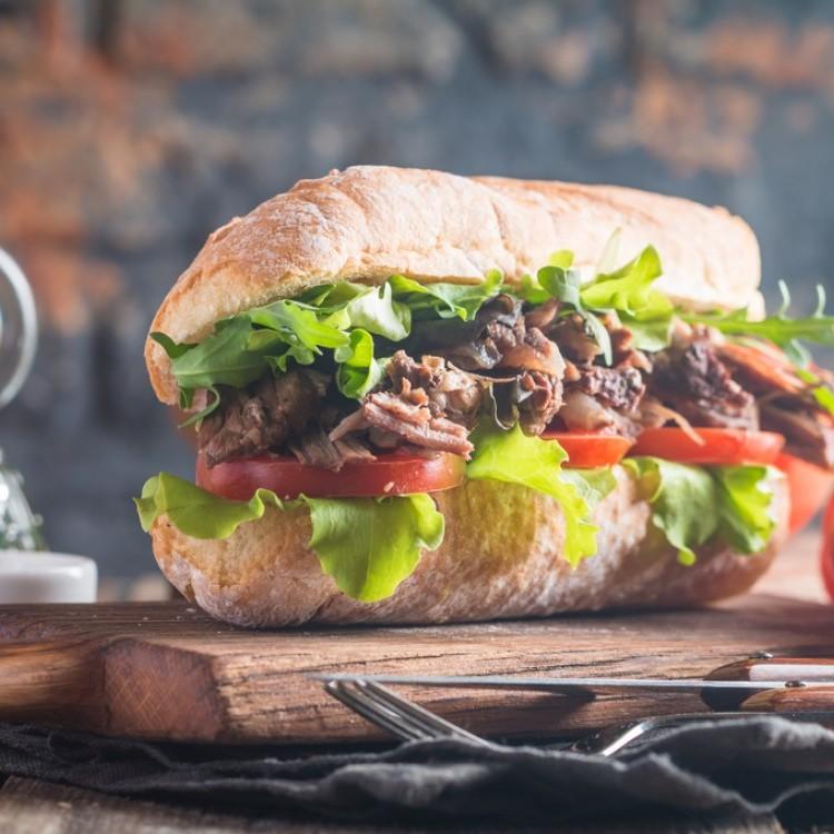 ساندويش شرائح اللحم بالخضار للرجيم