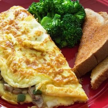 بيض بالجبن والمشروم