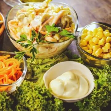 سلطة المطاعم بصوص الزبادي