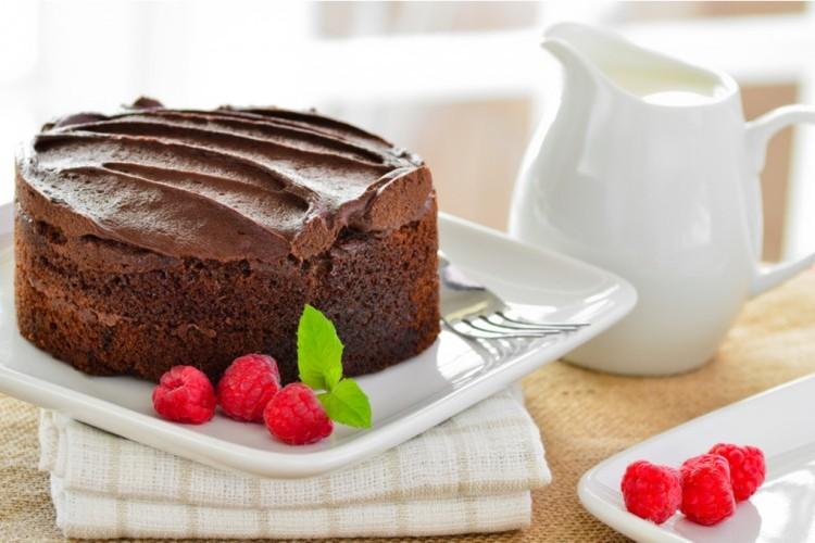 كيكة اسفنجية سهلة بالشوكولاتة