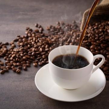 دراسة حديثة: مجرد التفكير بالقهوة له نفس تأثير تناولها على المخ