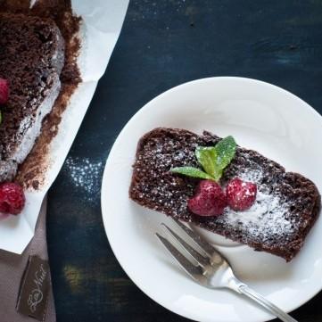 كيك الشوكولاتة بدقيق اللوز خالي من الجلوتين