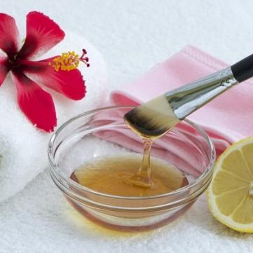 طريقة عمل ماسك العسل وجوزة الطيب لعلاج بقع الوجه الداكنة