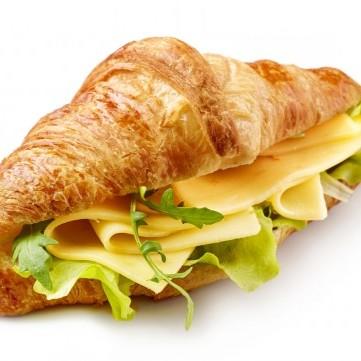 ساندويش الكرواسان بالجبن للفطور