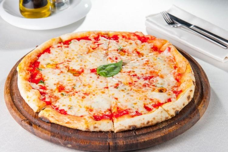 بيتزا مارغاريتا بالجبن , اعداد بيتزا مارغاريتا بالجبن 2020 7cc877127eaa3cf241b2