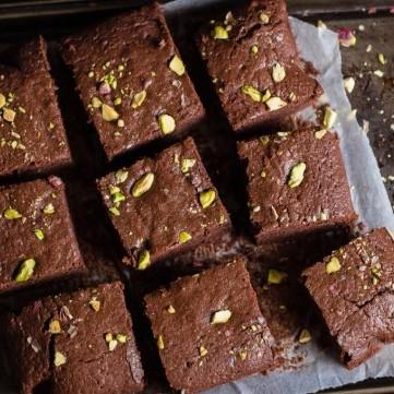براونيز بالشوكولاتة والفستق الحلبي