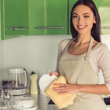 لا تغفلي عن تنظيف هذه الأغراض في المطبخ