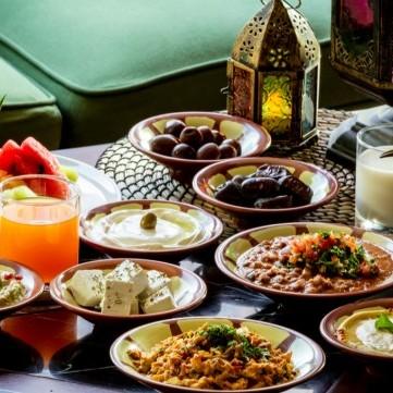 تجنب هذه العادات بعد تناول الطعام في شهر رمضان الفضيل