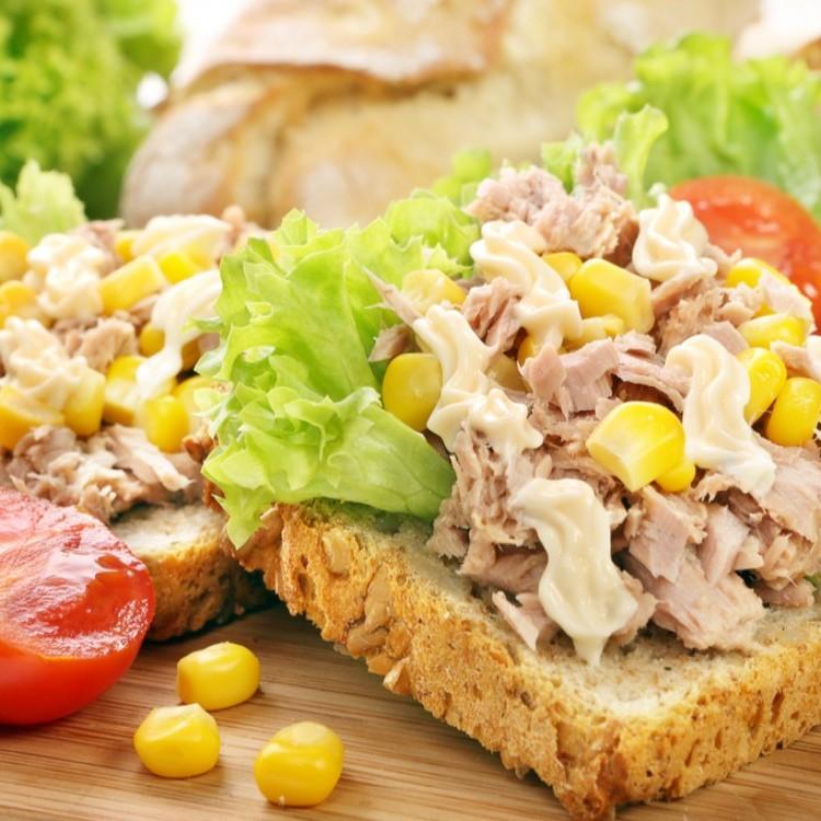 ساندويش تونا بالذرة