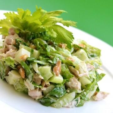 سلطة الدجاج مع الكرفس والتفاح الأخضر للوقاية من سرطان الثدي