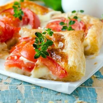 مقبلات البف بالطماطم والجبن