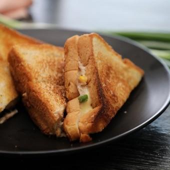 ساندويش التونا بالمايونيز والجبن بالفيديو