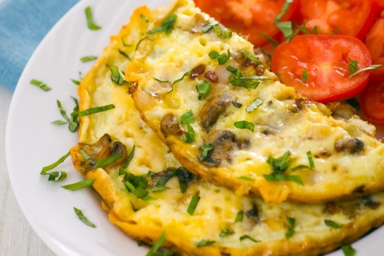 عجة البيض بالفطر والجبن