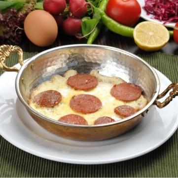 بيض بالبسطرمة للفطور
