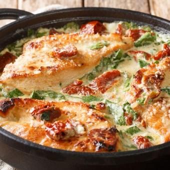 دجاج ايطالي بالسبانخ والطماطم المجففة