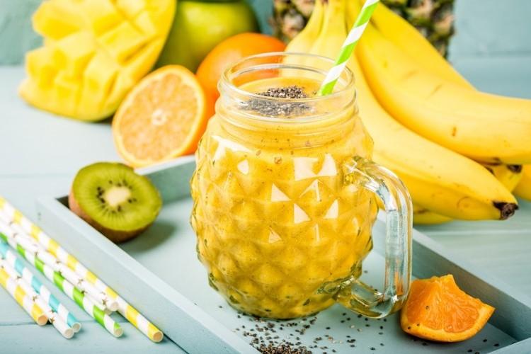 عصير الكيوي بالمانجو والأناناس