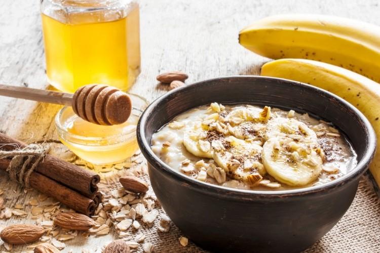 شوفان بالحليب والموز لفطور صحي