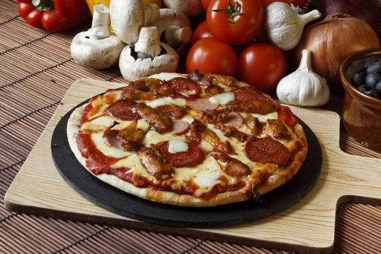 بيتزا اللحم بالباربكيو