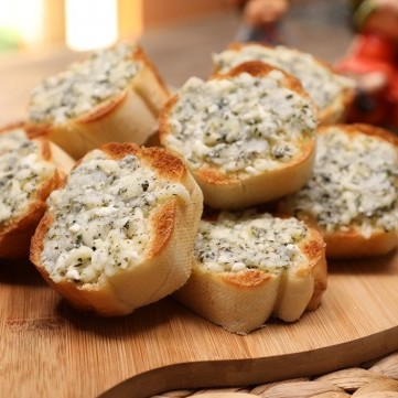 خبز الثوم بالجبنة بالفيديو