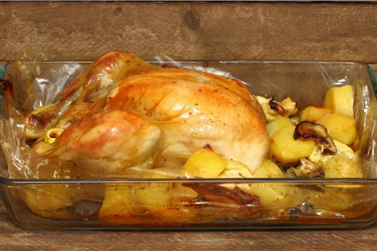 دجاج مشوي بالكيس بالبطاطس