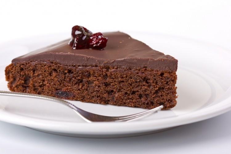ترافيل كيك بالشوكولاتة الداكنة
