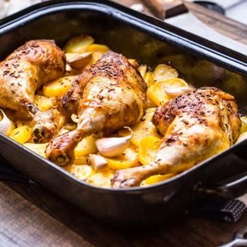 صينية أفخاذ الدجاج بالبطاطس