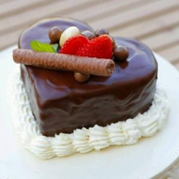 كيك قلب حب بالشوكولاتة الغنية