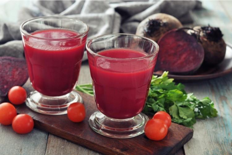 عصير الطماطم بالبنجر المضاد للأكسدة
