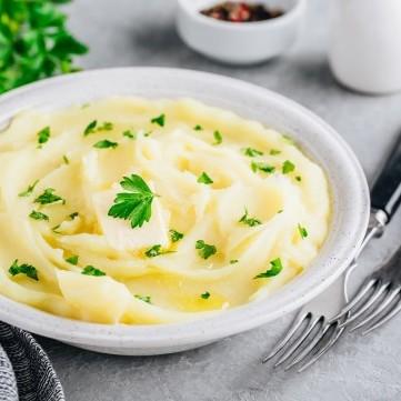 بطاطس مهروسة بالثوم والزبدة